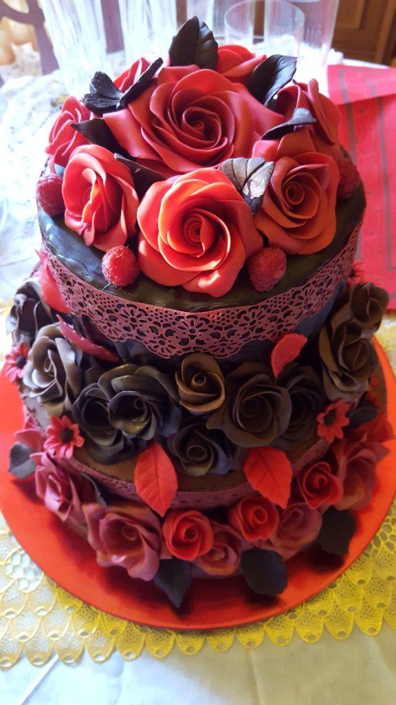Torta cioccolato e lamponi all'aroma di the nero alla rosa.