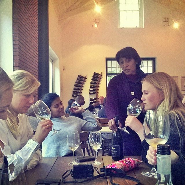 Perfect weather for wine tasting next to the fireplace at @eaglesnestwines. We simply love the Viognier & Shiraz wines here. #traveltuesday #eaglesnestwines #vino #shiraz #winetasting #explorecapetown #thisissouthafrica #constantia #constantia1685 #winter