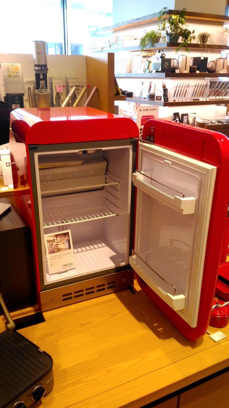 2台目の冷蔵庫 二子玉川 蔦屋家電にあったSMEGの小型冷蔵庫FAB5URR 扉を開いたところ