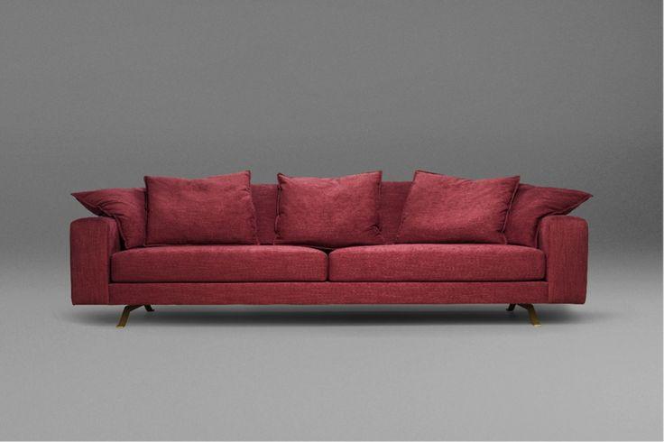 O sofá  Soft, da Neobox para São Romão, em tom vermelho cereja, feito sob medida e com pés em aço dourado, é sinônimo de opulência e conforto. Que luxo!! #sofá #design #móvel #mobiliário #casa #house