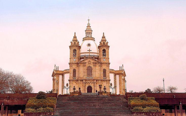 Cidade dos arcebispos e uma das mais antigas metrópoles cristãs do mundo. Descubra os 10 melhores locais para visitar em Braga.
