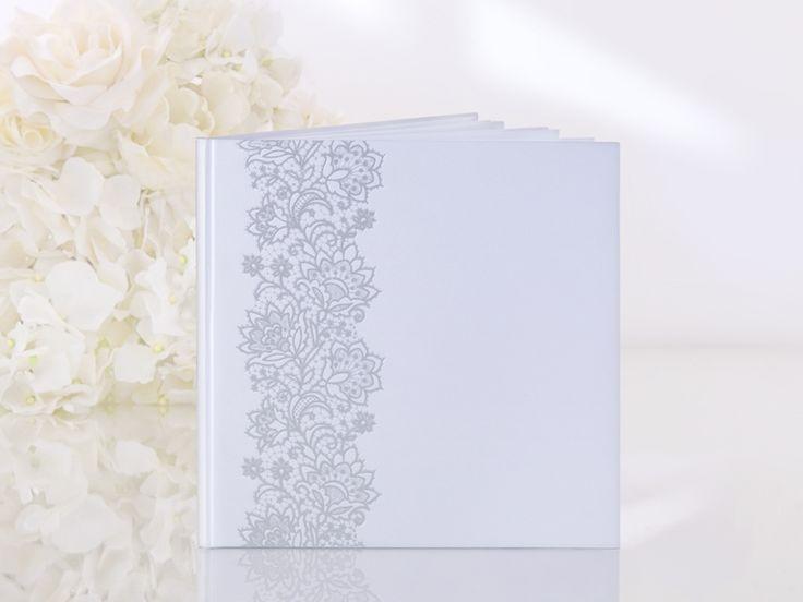 Vi har mange gjestebøker. Dette er en #gjestebok med helt blanke sider, og passer derfor til flere anledninger. #bryllup #dåp #konfirmasjon eller annet? Se kategorien på nettbutikken, så finner du flere blanke gjestebøker som er uslåelig på prisen :)