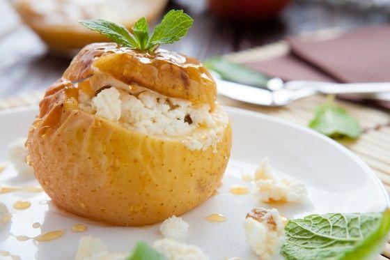 Печеные яблоки с творогом | Идеи для блюд, Печеные яблоки ...