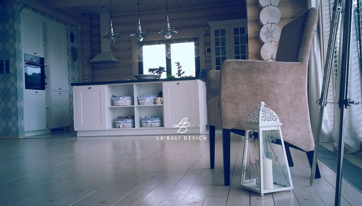 Interior design, log houses, domy z bali, projekt wnętrz, Execution La'Bali Design , white kitchen , bleached floors, whitewashed walls , bielone podłogi, wnętrza w domu z bali, wnętrza domów drewnianych, dom z drewna