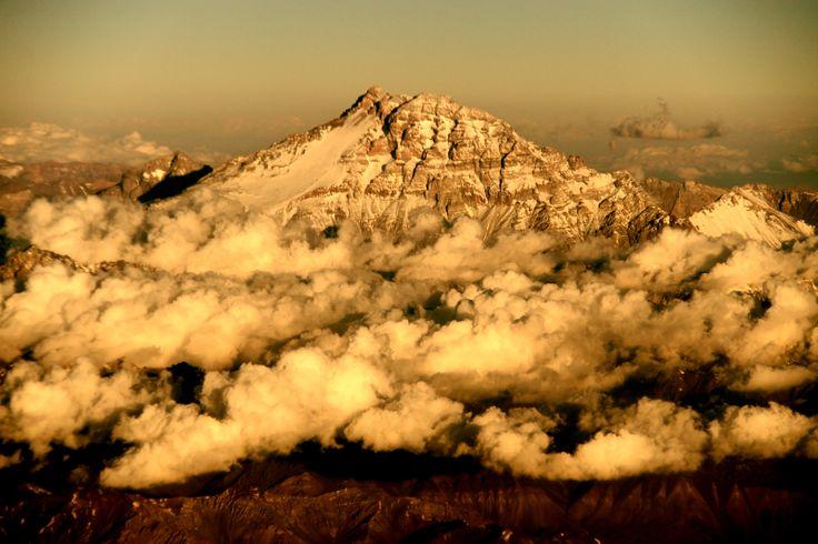 Monte Aconcagua, en la frontera de Chile y Argentina, visto desde la Región de Valparaíso. Foto de Alberto Nadgar Rojas.