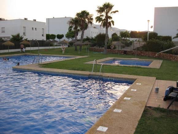 ALMERÍA, RETAMAR EL TOYO. Ref.4251 Alquiler piso en la urbanización El Toyo. Dispone de tres dormitorios, dos baños, cocina, salón y bonitas #vistas_al_mar. Urbanización con dos #piscinas, pista de paddel y #campo_de_golf, todo a menos de 300 m. En una zona muy tranquila, con restaurantes y supermercados y a 500 m. de la playa. #Almería #ApartamentoAlmería #IntercambioVacacionesApartamento