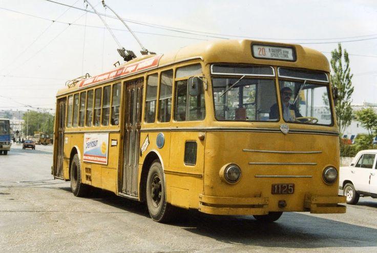 Το τρόλλεϋ Νο20 (Νέο Φάληρο-Δραπετσώνα) στον Πειραιά, τη δεκαετία του '80.