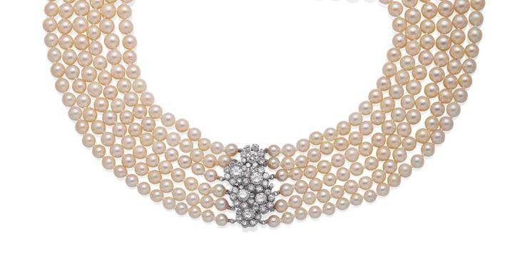 COLLIER PERLES DE CULTURE, PAR VAN CLEEF & ARPELS Formé de quatre rangs de perles de culture, le fermoir figurant des fleurs serties de diamants ronds, 42 cm, poids brut: 194.01 g, monture en or gris 18K (750), poinçons français, dans sa pochette Signé Van Cleef & Arpels, no. 7543