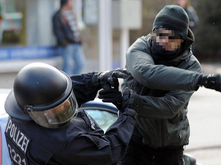 No-Go-Areas in Germany, even policemen afraid lol - Nicht nur Duisburg betroffen! No-Go-Areas in Deutschland: In diese Viertel traut sich selbst die Polizei nicht http://www.focus.de/politik/deutschland/nicht-nur-duisburg-betroffen-no-go-areas-in-deutschland-in-diese-viertel-traut-sich-selbst-die-polizei-nicht_id_4895620.html