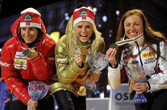 05 March 2011, Oslo, Norway. FIS World Nordic Skiing World Championships - 30 km race - Gold, Therese Johaug (C from Norway) , Silver - Marit Bjoergen (L from Norway) and Bronze - Justyna Kowalczyk (R of Poland). EPA/GRZEGORZ MOMOT POLAND OUT