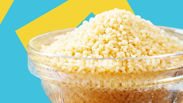 Eine Schale mit Couscous ist eine Zutat im Spinat Couscous Brei mit Putenfleisch.
