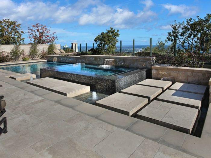 piscine-surélevée-en-acier-et-marbre-clôture-en-pierre-jet-d-eau-transats
