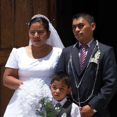 Mariage mexicain ou de tradition mexicaine tel que pratiqué au Guatemala, une cérémonie toujours grandiose qui déroge aux mariages habituels.