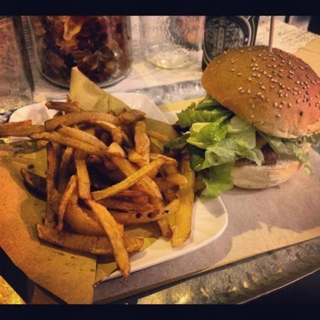 Hambistro, gli hamburger arrivano a casa tua http://www.bacchetteforchette.it/milano/proposta/62