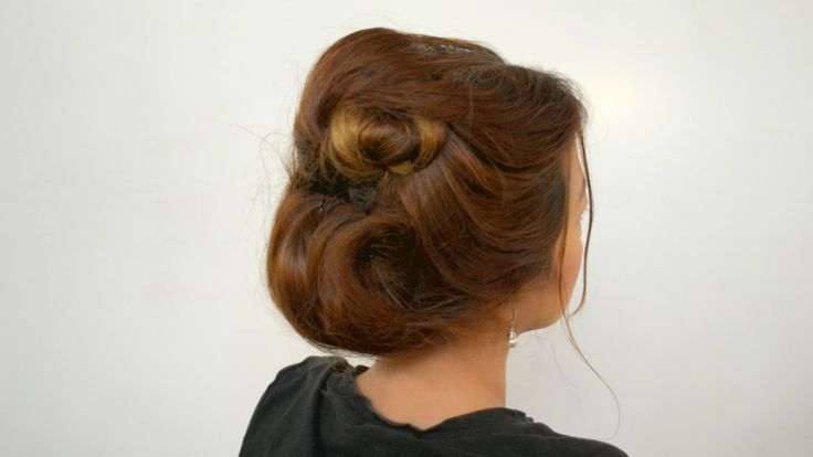 Make an old fashioned bun as worn by the Gibson girl! Learn that rubber bands were not used in the Gibson girls era, rather she used combs and pins to keep her hair in place, if you decide to use a rubber band, make sure your hair is...