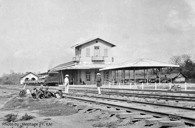 Dibangun pada tahun 1868, oleh perusahaan swasta Belanda hingga saat ini masih aktif digunakan #StasiunKedungjati