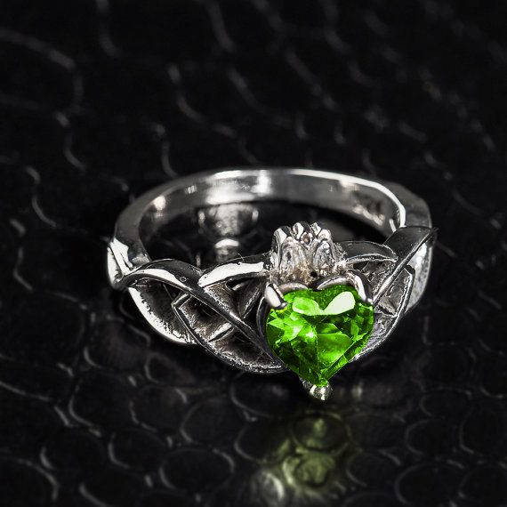 Claddagh Ring Sterling Silver Trinity w/ Peridot. August Birthstone. Claddagh Irish Silver. Trinity Claddagh Ring. 925 Silver Ring.
