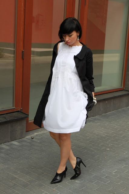 coat Mohito, dress Tatum, pearls my Mum's drawer, shoes Zara, gloves C, earrings Rossmann,  purse Top Shop