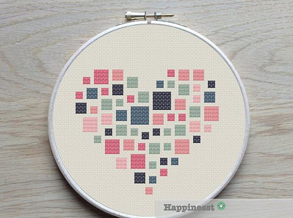 geometric modern cross stitch pattern heart squares par Happinesst