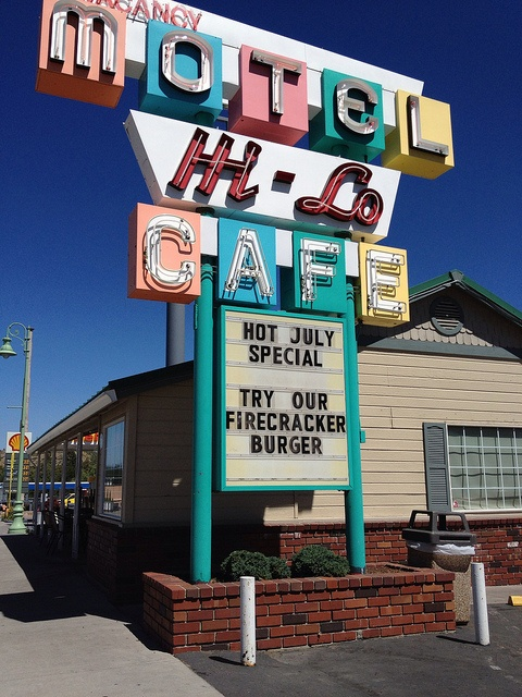 Hi - Lo Motel & Cafe........Weed, California