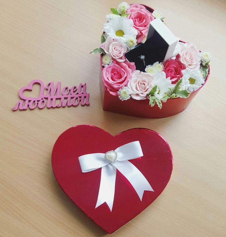 Подарочная коробочка с живыми цветами и ювелирными украшениями от Pidu 24 Agentuur. Для заказа www.pidu24.eu или www.facebook.com/teiepidu Lilled karbis.