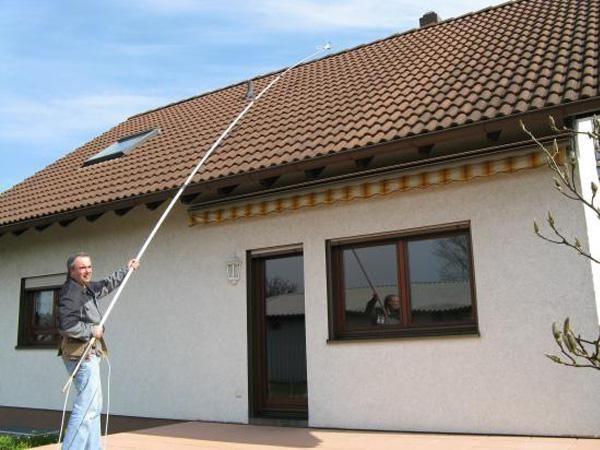 Moose, Flechten und Algen von Dach und Fassade entfernen - roof and facade cleaning