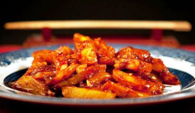 Le patate indiavolate, se amate i gusti piccanti, diverranno presto le vostre preferite, si preparano lavando e lessando le patate, poi si affetteran...