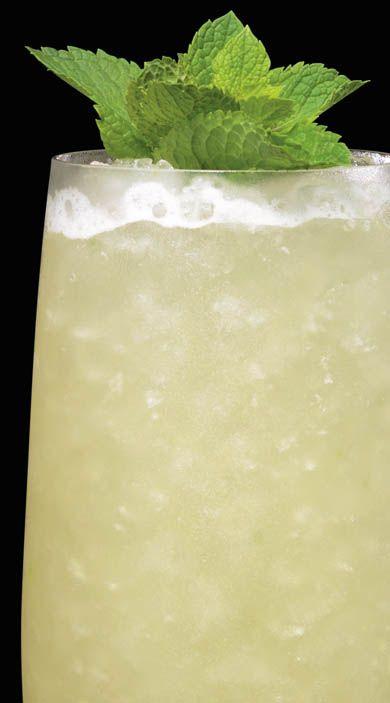MISSIONARY'S DOWNFALL. INGREDIENTS: 1 1/2 parte di rum BACARDÍ Superior 1/2 parte di liquore schnapps alla pesca 1 parte di succo di lime fresco 2 parti di succo di ananas appena spremuto 1/2 parte di sciroppo di zucchero  12 foglie di menta fresca. METHOD: Versare il BACARDÍ Superior, il liquore schnapps alla pesca, il succo di lime, il succo di ananas e lo sciroppo di zucchero in uno shaker, quindi riempire con cubetti di ghiaccio. Mescolare brevemente ma forte. Filtrare con un passino a…