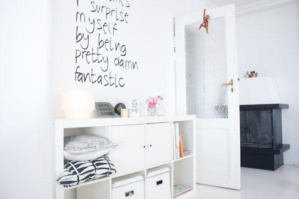 Ifra Lahell: Stue og ny wallsticker
