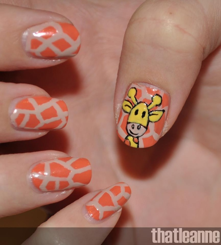 Nail Art ~ Giraffe animal print with giraffe  pic.