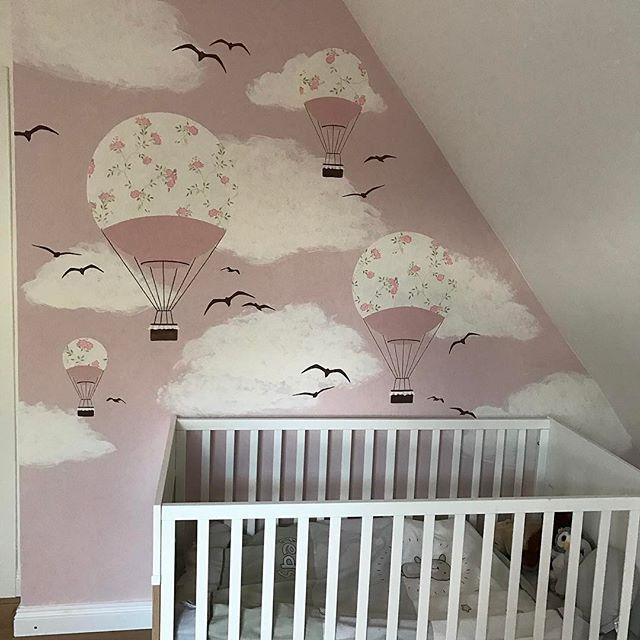 Das wunderschöne Wandbild von @frolleinluecke ist fertig  Ist es nicht toll??? Ich bin total begeistert von Annas Arbeit  #kinderzimmer #babyzimmer…