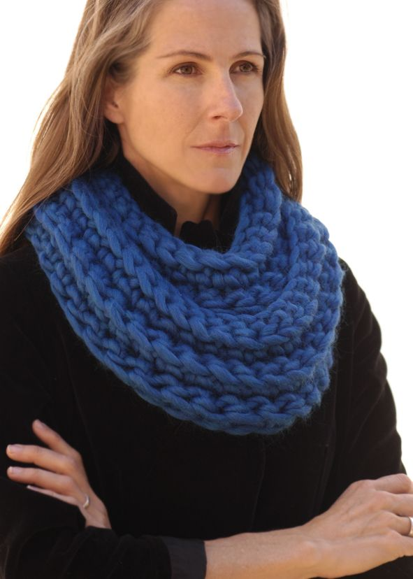 Knitted Cowl Pattern Using Bulky Yarn : 1000+ images about SUPER CHUNKY COWLS on Pinterest Yarns, Snood and Infinit...