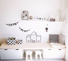 IKEA HACKS FOR KIDS Bureau sur 2 commodes ou 2 bancs, déco murale au masking tape
