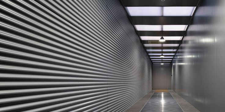 Pasillo nave industrial. Reforma integral HIMOINSA Headquarters - Arquitania Business