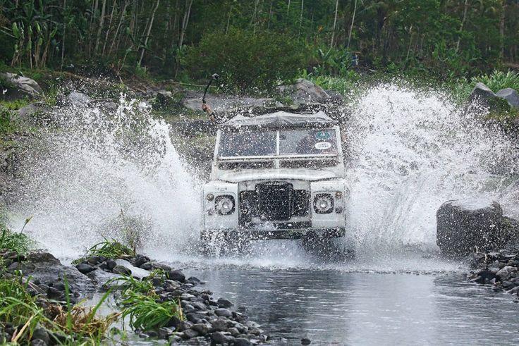 Lava Tour Gunung Merapi Menggunakan Land Rover. Foto oleh Benedictus Oktaviantoro.