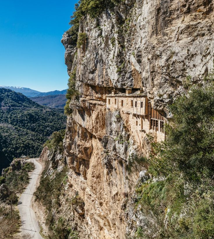 Συρράκο - Καλαρρύτες: Tαξίδι στα μέρη του Κώστα Κρυστάλλη και στα απόκρημνα δίδυμα χωριά