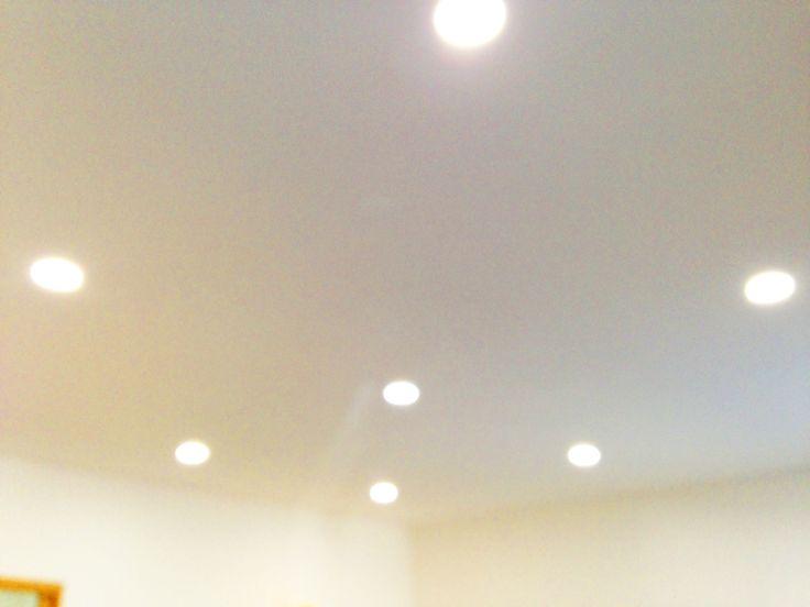 Ciel étoilé LED à intensité et couleurs ajustables avec appareillage tactile, plafond chauffant invisible par inertie.