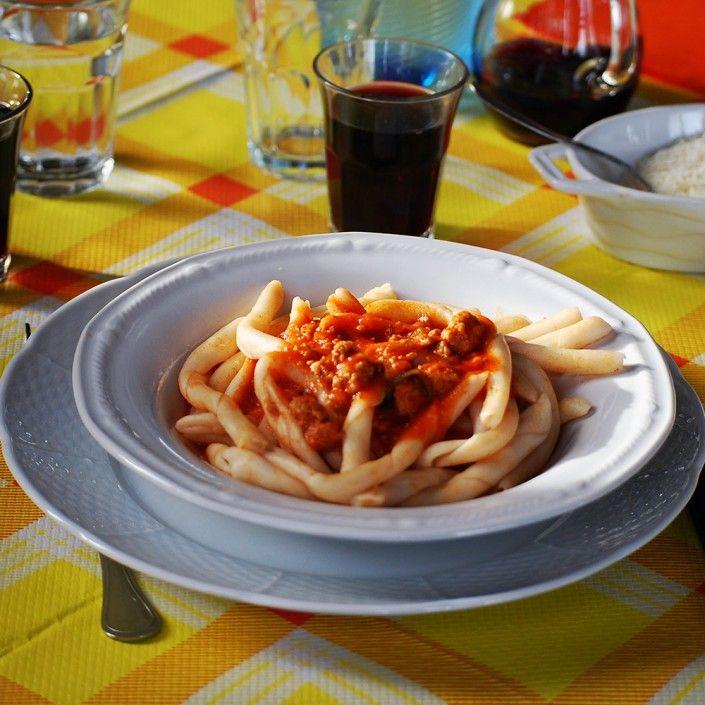 I tipici Maccheroni al sugo di capra di Bova in provincia di Reggio Calabria