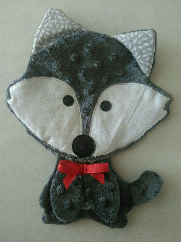 Doudou Plat....Renard gris foncé Minkee a pois ou Loup gris - avec son joli noeud rouge... Made in Breizh : Jeux, peluches, doudous par bb-bzh-couture-byaureline