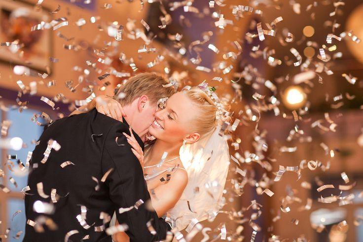 Bütün Çiftler Onu Seçiyor! – Salsa Düğün Dansı En eğlenceli ve çiftlerin en çok tercih ettiği dans olan Salsa düğün dansı ile siz de pistlerde doyasıya eğleneceksiniz! İlk dans olarak hareketli ve ritmik figürleri olan, Afrika'dan gelen ve bölgenin genel hareketli ezgilerine sahip olan salsayı kolayca öğrenecek ve uygulayacaksınız. http://www.dugundansi.com.tr/dugun-danslari/salsa-dans-kursu/ #salsadüğündansı #salsadüğündanskursu #düğündansısalsa