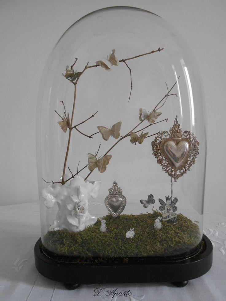 Globe, vase de mariée, ex-voto, papillons