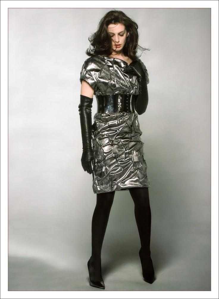 """Celebrities in Gloves: """"Anne Hathaway looks stunning ..."""