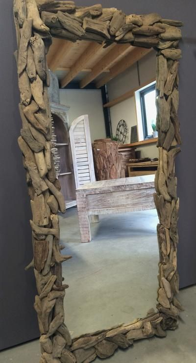Bekijk de foto van PolderTEAK met als titel HANDMADE SPIEGEL, DUS UNIEK! Een spiegel met een fantastische lijst van drijfhout is een musthave voor uw interieur. Deze spiegel heeft een fraaie afmeting en het driftwood geeft de spiegel een robuuste uitstraling. Staand of liggend ophangen, het kan beide. De spiegels handmade zijn, dus elke spiegel is uniek! Afmeting: 110 x 54 cm en andere inspirerende plaatjes op Welke.nl.