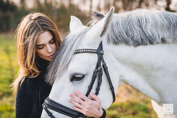 Luiza Almeida and white horse Vendaval on my blog! Check it out via www.christinalou.de/2016/03/luiza-almeida #dressage #horses #horse #olympics #love #horserider #horsepicture #luizaalmeida #christinalouisephotography #düsseldorf #winter #horsepictures #whitehorse #model #horsemodel