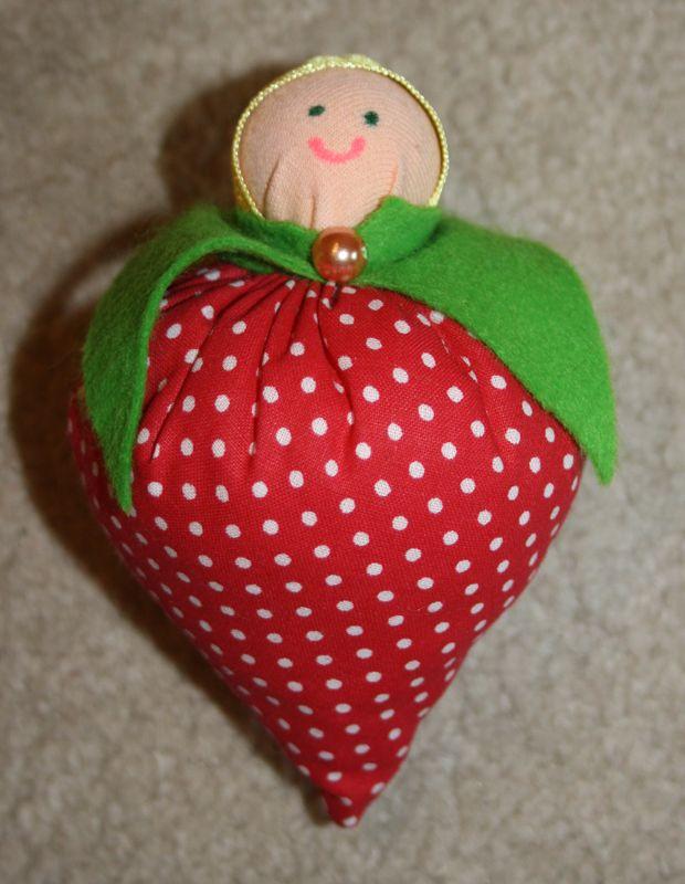 Baby strawberry - Eperbaba  http://www.masnimesi.net/products/eperbaba/
