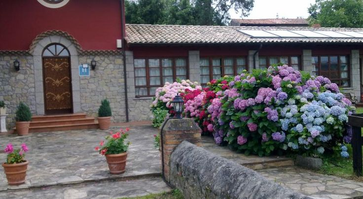 Hotel Ovio Nueva de Llanes This restored farmhouse, in Ovio, is 1.5 km from Cuevas del Mar Beach. It offers superb views of the Picos de Europa Mountains, as well as free parking.  The rustic rooms at Hotel Ovio come with free WiFi, heating and wooden floors.