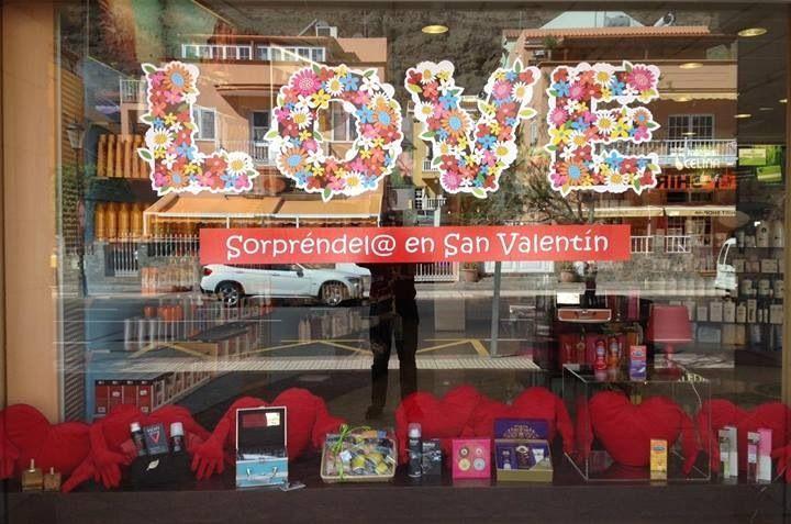 Escaparate #farmacia Celina, Valle Gran Rey, La Gomera por el día de San Valentín y que viva el #amor !