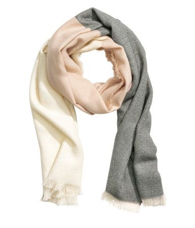 Natural white. Color-block scarf in soft woven fabric with frayed edges. Size 27…