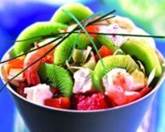 recette de salade nordique aux kiwis : http://www.cuisineaz.com/recettes/salade-nordique-aux-kiwis-52534.aspx