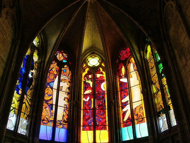Vitrail de Jean-Michel Alberola - Cathédrale Saint-Cyr-et-Sainte-Julitte, Nevers (58) Réalisation Ateliers Duchemin Vitraux Paris www.ateliersduchemin.com